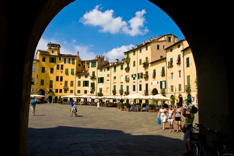 lucca italia bilder