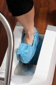 Automatisk sko overtrekk dispenser